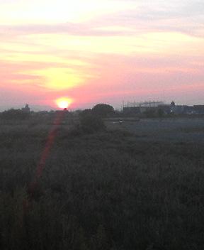 そして日没。