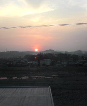 日の出と共に歩き出す